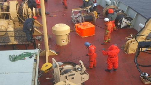 Wire fair lead thru deck block to windlass capstan.