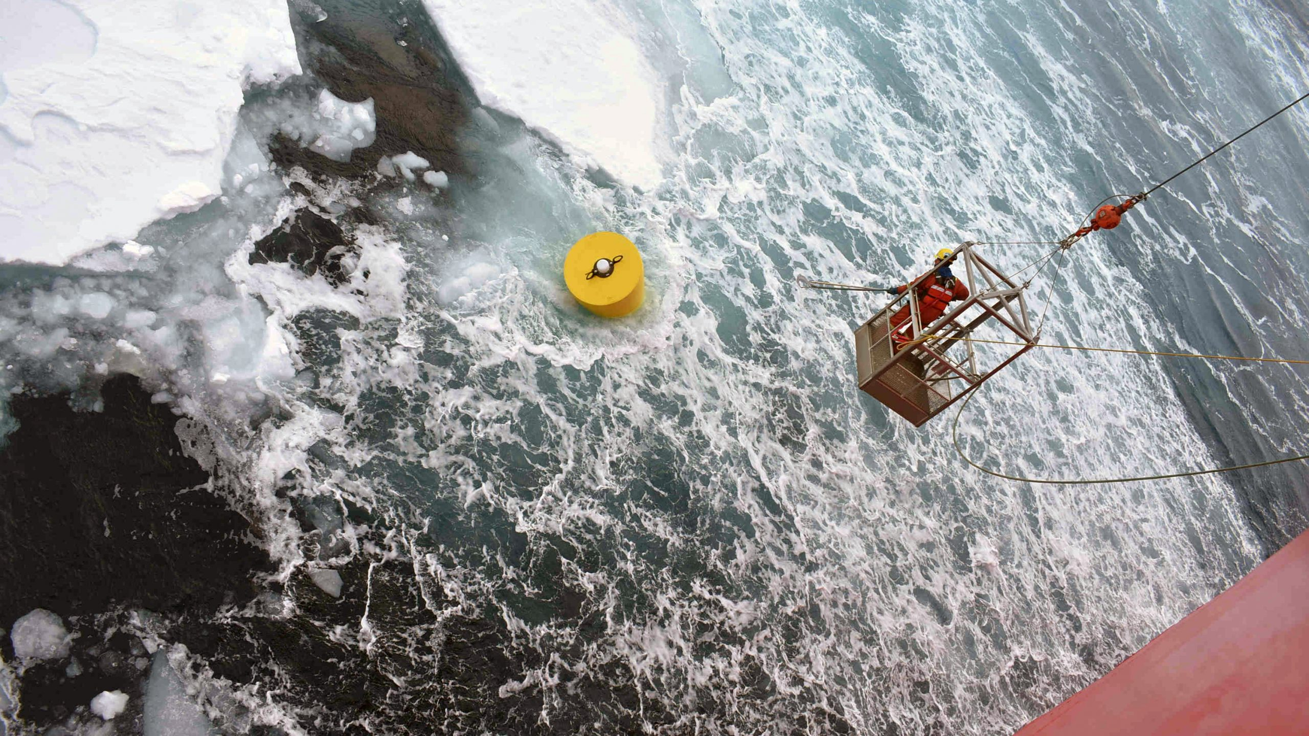 The top float started moving very quickly once it was dislodged from the sea ice before it was hooked by Roger Carew. (Photo: Isabela Le Bras.)