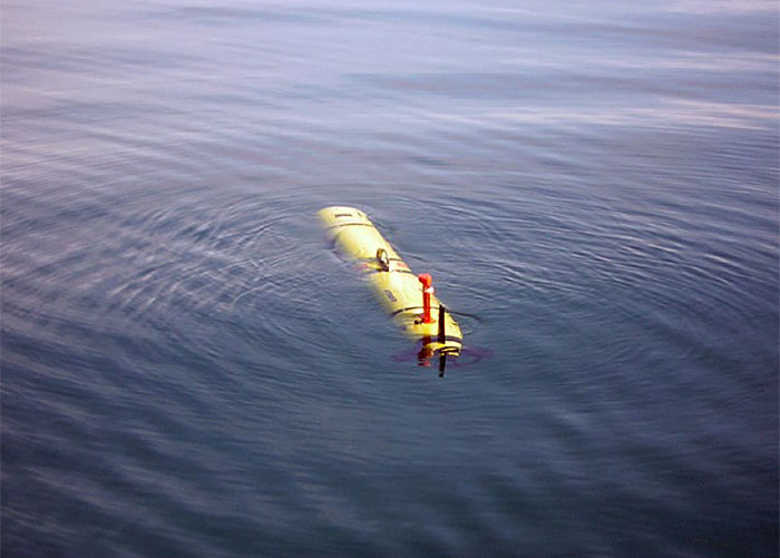 A long-range AUV based on the REMUS 600 would incorporate improved hydrodynamics, energy efficiency, and power management to permit missions of up to 10 days total length. (Woods Hole Oceanographic Institution)